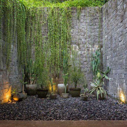 Tiny-outdoor-courtyard-design
